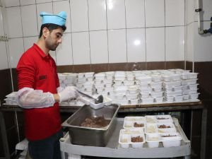 Siirt Belediyesi taziye evlerine yemek ikramına başladı