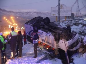 Gizli buzlanma kaza getirdi: 3 yaralı