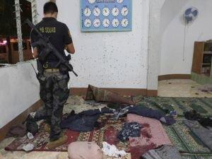 Filipinler'de camiye saldırı: 2 ölü 4 yaralı