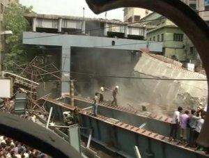 Hindistan'da köprü inşaatı çöktü:10 ölü