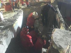 Kartal'da çöken binanın enkazından çıkarılanların sayısı 7 oldu