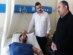 Elibüyük, enkazdan kurtarılanları hastanede ziyaret etti