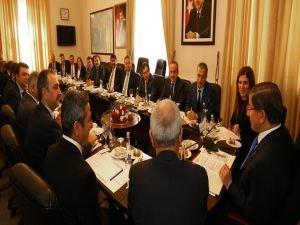 Başbakan Ahmet Davutoğlu, AK Parti Grup Yönetimi ile görüştü