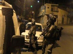 İşgalciler 8 Filistinliyi alıkoydu