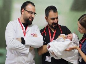 Diyafram hastası bebek 24 gün sonra sağlığına kavuştu