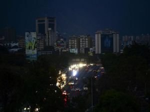 """Venezuela'da """"sabotaj"""" olarak iddia edilen elektrik kesintisi giderilemiyor"""