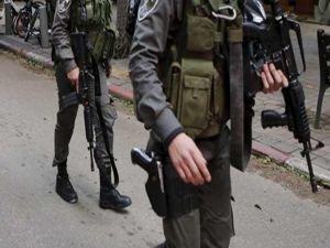 Siyonistler Filistinli bir genci şehid etti
