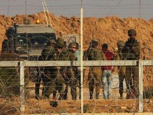 İşgalci çeteler 23 Filistinliyi alıkoydu