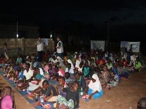 Avrupa Yetim Eli'nden Nijeryalı çocuklara iftar yemeği