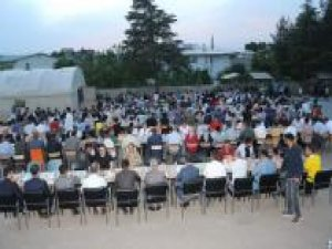 Şirvan Belediyesi vatandaşları iftarda buluşturmaya devam ediyor