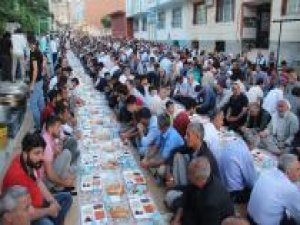 HÜDA PAR Çınar İlçe Başkanlığının iftar programına yoğun ilgi