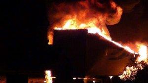 PKK'lılar 8 aracı ateşe verdi