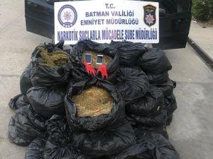 Kaçan araçta 239 kilo esrar ele geçirildi