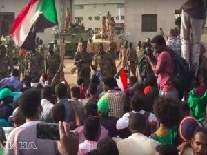 Sudan'da askerler gözaltına alındı
