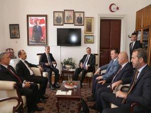 Bakan Akar CHP, MHP ve İYİ Parti'nin Meclis gruplarını ziyaret etti