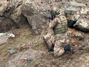 PKK'ya ait 3 odalı mağara imha edildi