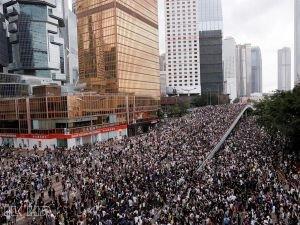 Hong Kong'ta protestolar sürüyor