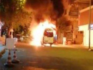 PKK'liler Diyarbakır'da şehir içi minibüsü yaktı
