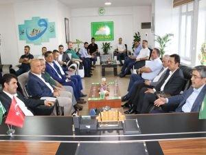 """AK Parti'den HÜDA PAR Gaziantep İl Başkan Göçer'e """"hayırlı olsun"""" ziyareti"""