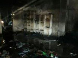 Kırtasiye deposunda çıkan yangın büyük zarara yol açtı
