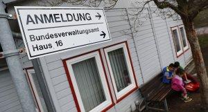 Almanya 2015'te sığınmacıların parasına el mkoydu