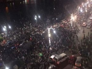 Mısır'da halk devrim umuduyla meydanlarda