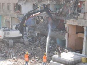 """Bitlis'te """"Dere Üstü Islah Projesi"""" kapsamında ilk yıkımlar başladı"""