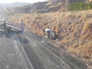 Şarampole devrilen araçtan yara almadan kurtuldu