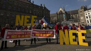 Hollanda'da yapılan referandumda gözler İngiltere'ye çevirdi