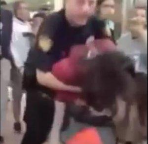 ABD Polisi 12 yaşındaki kızı yerden yere vurdu