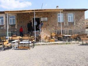 Cıva mağduru öğrenciler 20 gündür okula gidemiyor