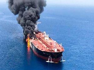 İran tankerine füzeli saldırı