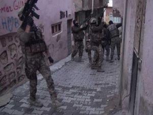 Siirt'te DAİŞ ve PKK'ya eş zamanlı operasyon