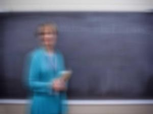 Skandal! Din dersine Hıristiyan öğretmen!