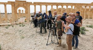 Gazeteciler Palmira'da, ABD'liler yok