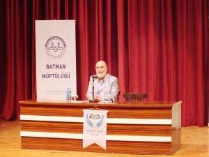 """Ahmet Taşgetiren Batman'da """"Allah'a Bağlı Bir Hayat"""" konulu konferans verdi"""