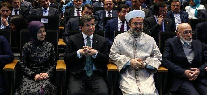 Başbakan Davutoğlu, Kutlu Doğum Programı'na katıldı