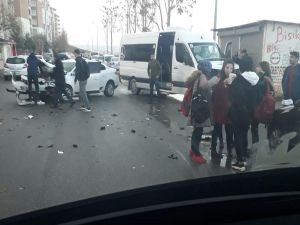 Öğrenci servisi ile otomobil çarpıştı: Bir öğrenci yaralı
