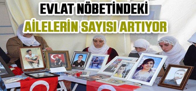 HDP Diyarbakır İl Binası önündeki evlat nöbetine 4 aile daha katıldı