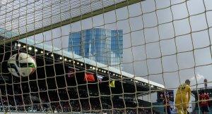 Bahis oynayan futbolculara ceza yağdı