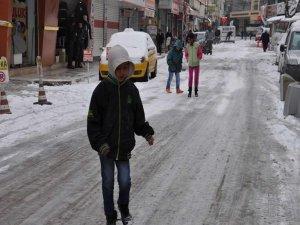 Batman'da yoğun kar yağışı nedeniyle okullar tatil edildi