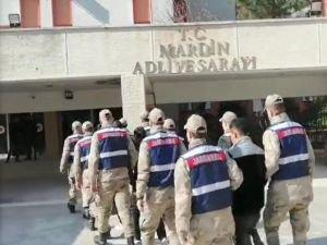 Mardin'de Suriye'den kaçak yollarla girerken yakalanan PYD/PKK'lı 5 kişi tutuklandı