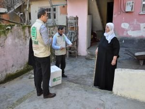 Umut Kervanı, Batman'da ihtiyaç sahiplerine giyim ve gıda yardımında bulundu