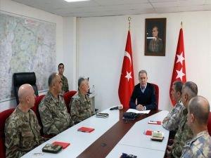 """Akar: """"Birliklerimizin bulunduğu yerler Rusya'ya koordine edilmesine rağmen vuruldu"""""""