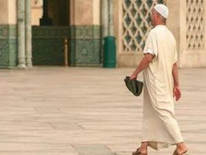 Lübnan'da Corona virüs nedeniyle camilerde cemaatle namaz kılmak askıya alındı