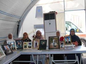 Diyarbakır HDP İl Binası'nın önündeki evlat nöbetine iki aile daha katıldı