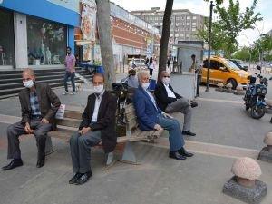 Batman'da 65 yaş ve üzeri vatandaşlar parkların kendilerine açılmasını istedi