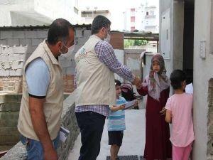IHO-EBRAR'dan ihtiyaç sahibi ailelere gıda kolisi, çocuklara da bayram harçlığı