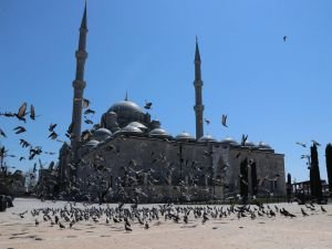 İstanbul'da Cuma namazı kılınacak camiler ve alınan tedbirler açıklandı