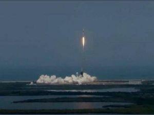 9 yıl aradan sonra insanlı ilk uzay mekiği fırlatıldı
